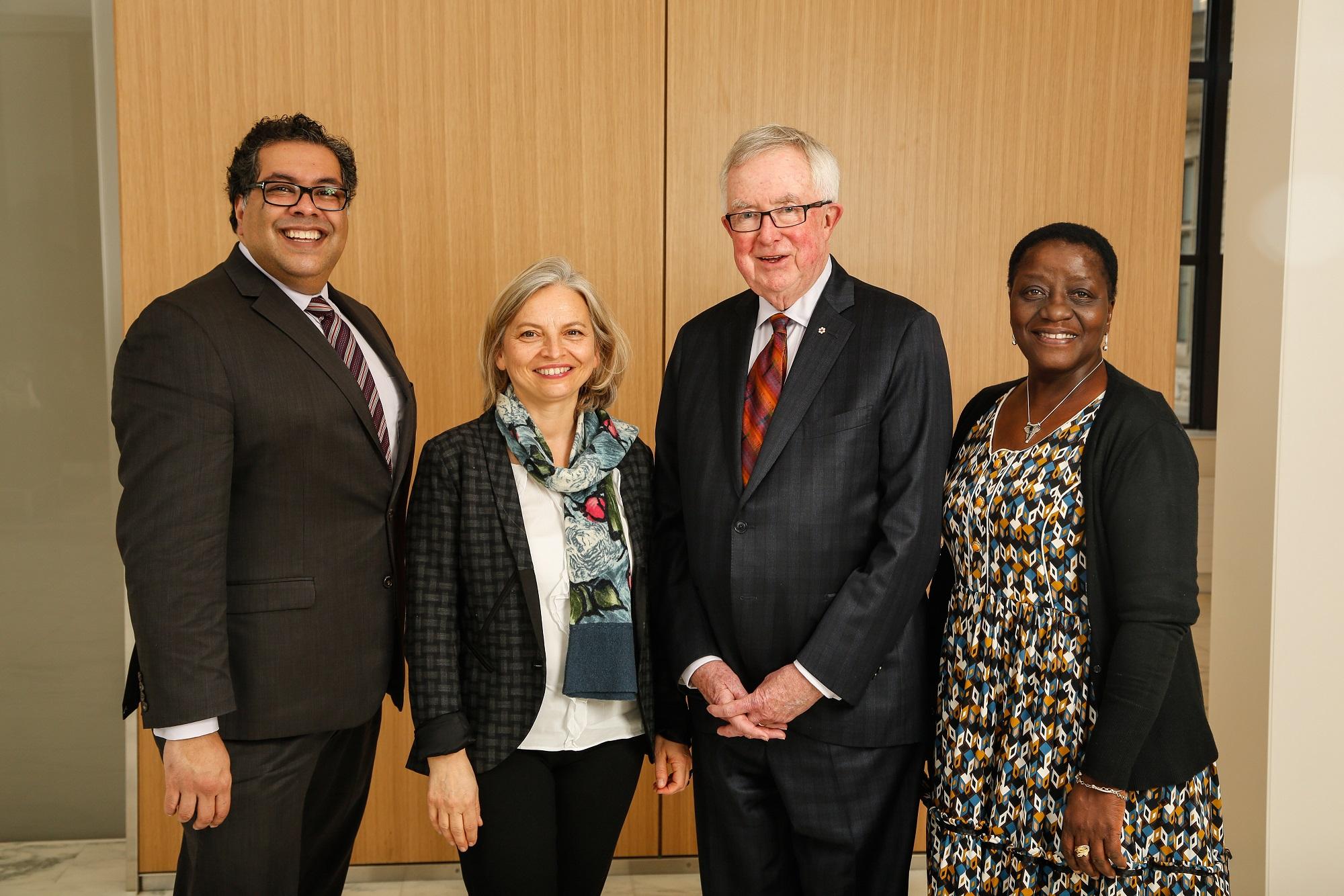 L'honorable jury se rencontre à Ottawa